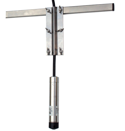 Závěsné zařízení pro tlakový snímač hladiny